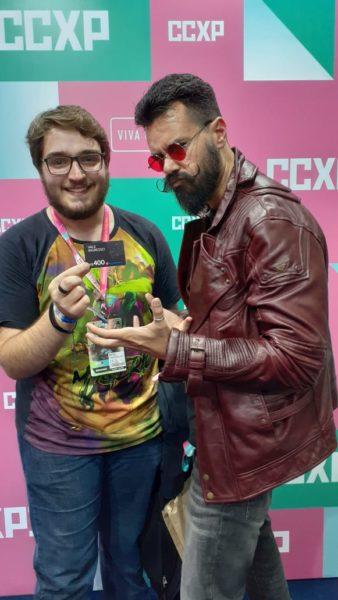 Affonso Solano entrega prêmio com a Ingresso.com na CCXP