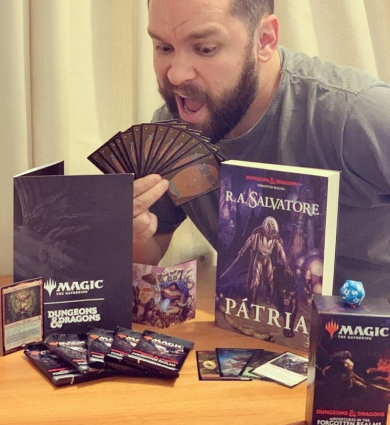 Romariz divulga crossover de MTG e Dungeons and Dragons em coleção inédita